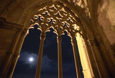 Nits de Lluna Plena al Claustre_sessió de ioga