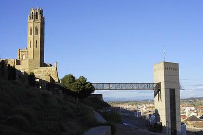 Imatge de la notícia Renovació dels ascensors que donen accés al Turó de la Seu Vella i tram en obres al C/ Sant Martí