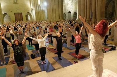 Noches de Luna Llena _sesión de yoga