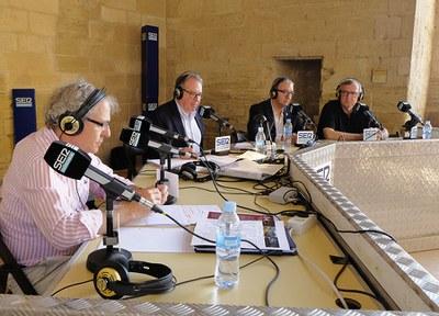 """Imatge de la notícia """"Aquí, amb Josep Cuní"""" desde el claustro de la Seu Vella"""