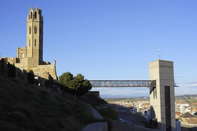 Renovación de los ascensores que dan acceso al Turó de la Seu Vella y tramo en obras en la C/ Sant Martí